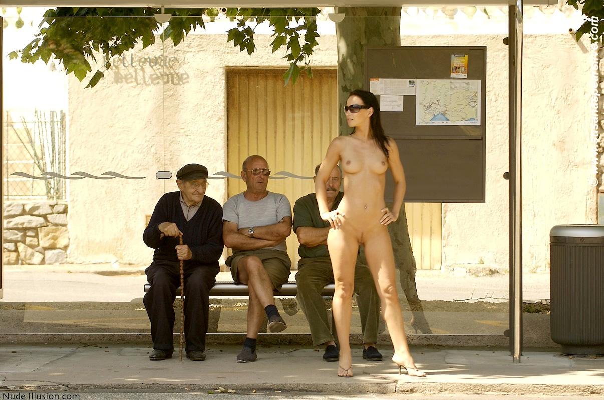раздеваются на людях фото жену бёдра, принялся